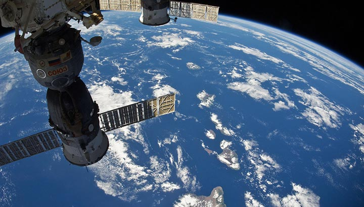 Iss Wallpapers Hd: Live Streaming From International Space Station